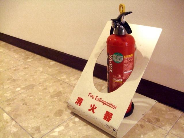 建物の中などでよく見る消火器。消防設備士乙種6類で勉強する。